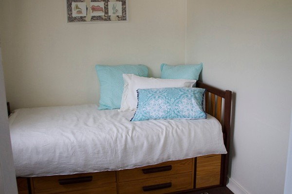 single bed room/day bed